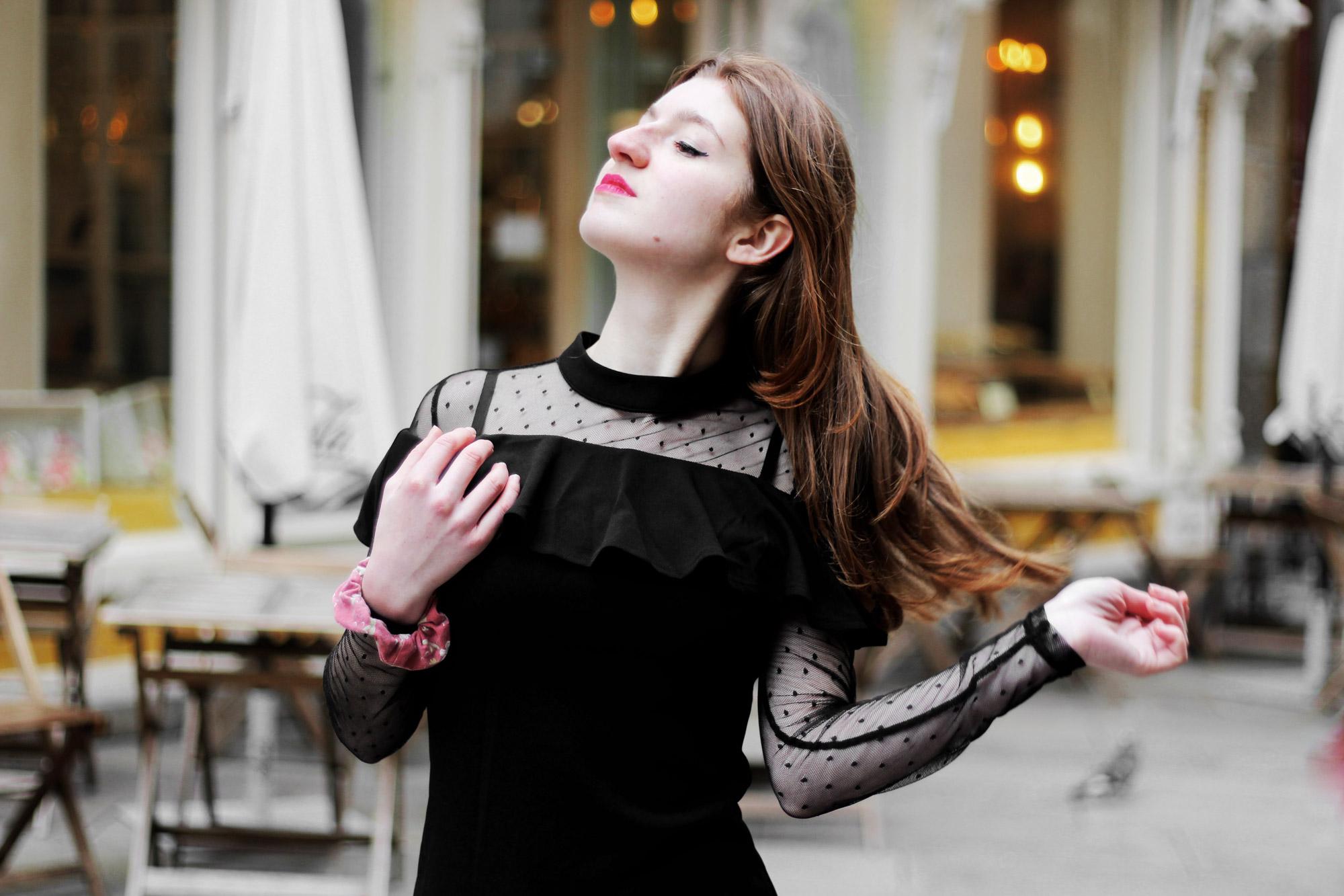 Cómo adaptar un vestido negro de fiesta para un look de calle- Martina Lubian