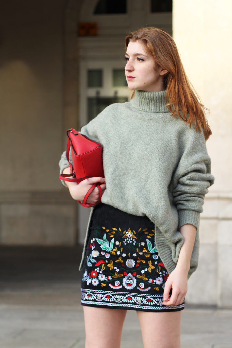 Mini falda pana bordada Shein y maxi jersey- Martina Lubian
