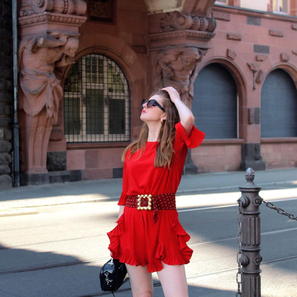 Vestido rojo con volantes y fajín- Martina Lubián
