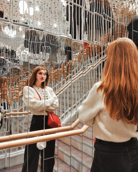 girl standing in front of a mirror - London - black friday - Martina Lubian